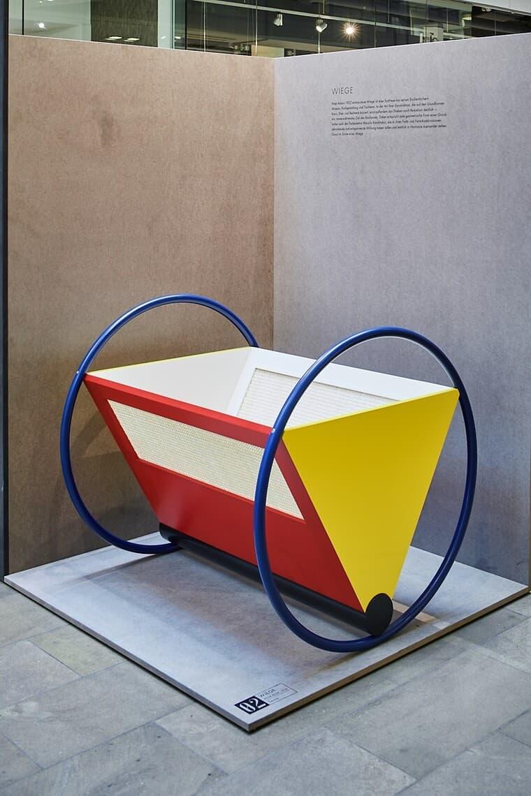 die-wiege-in-rot-gelb-und-blau-von-peter-keler-opening-berlin-design-week_27880_93852