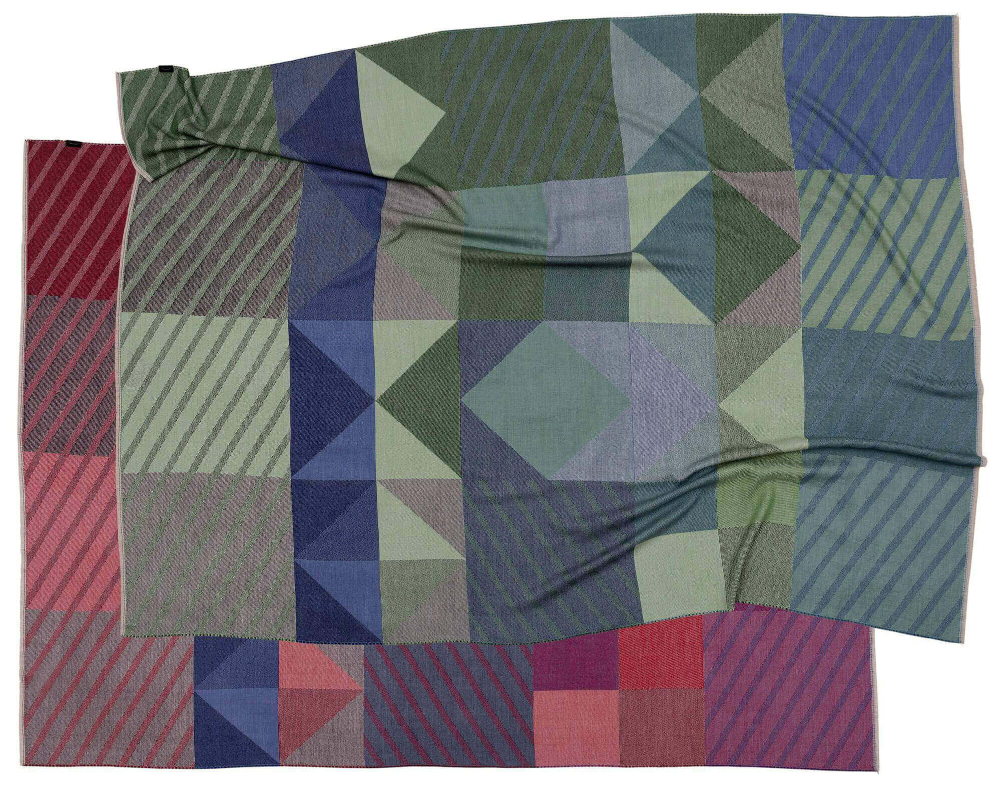 TeuberKohlhoff_Rhombus_blanket_Fotos_stefanhaehnel-blue-red-Mag-jpgRka9lqzGMPRVi_an