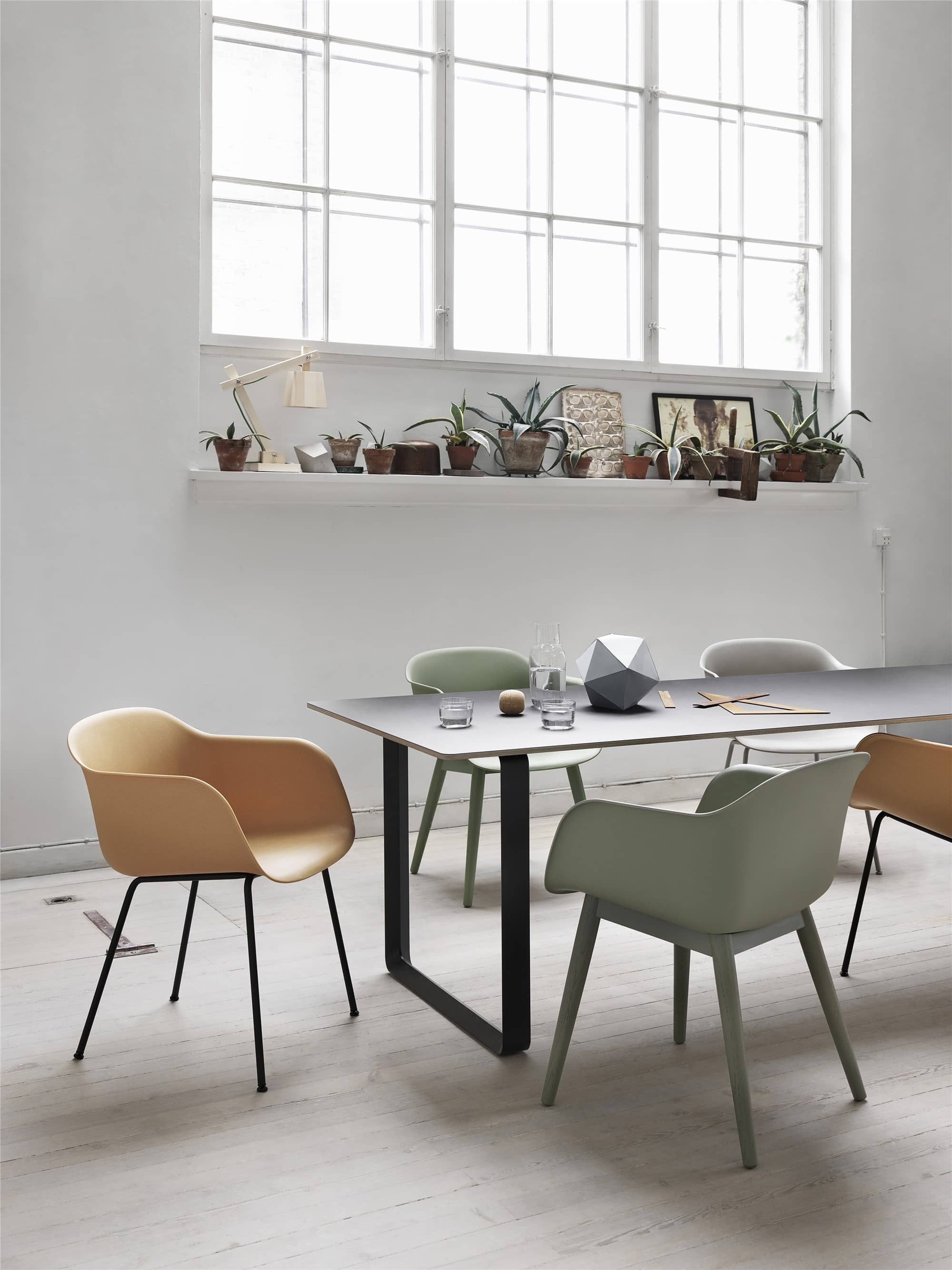 Fiber-chairs_70-70-Table_mid_-150