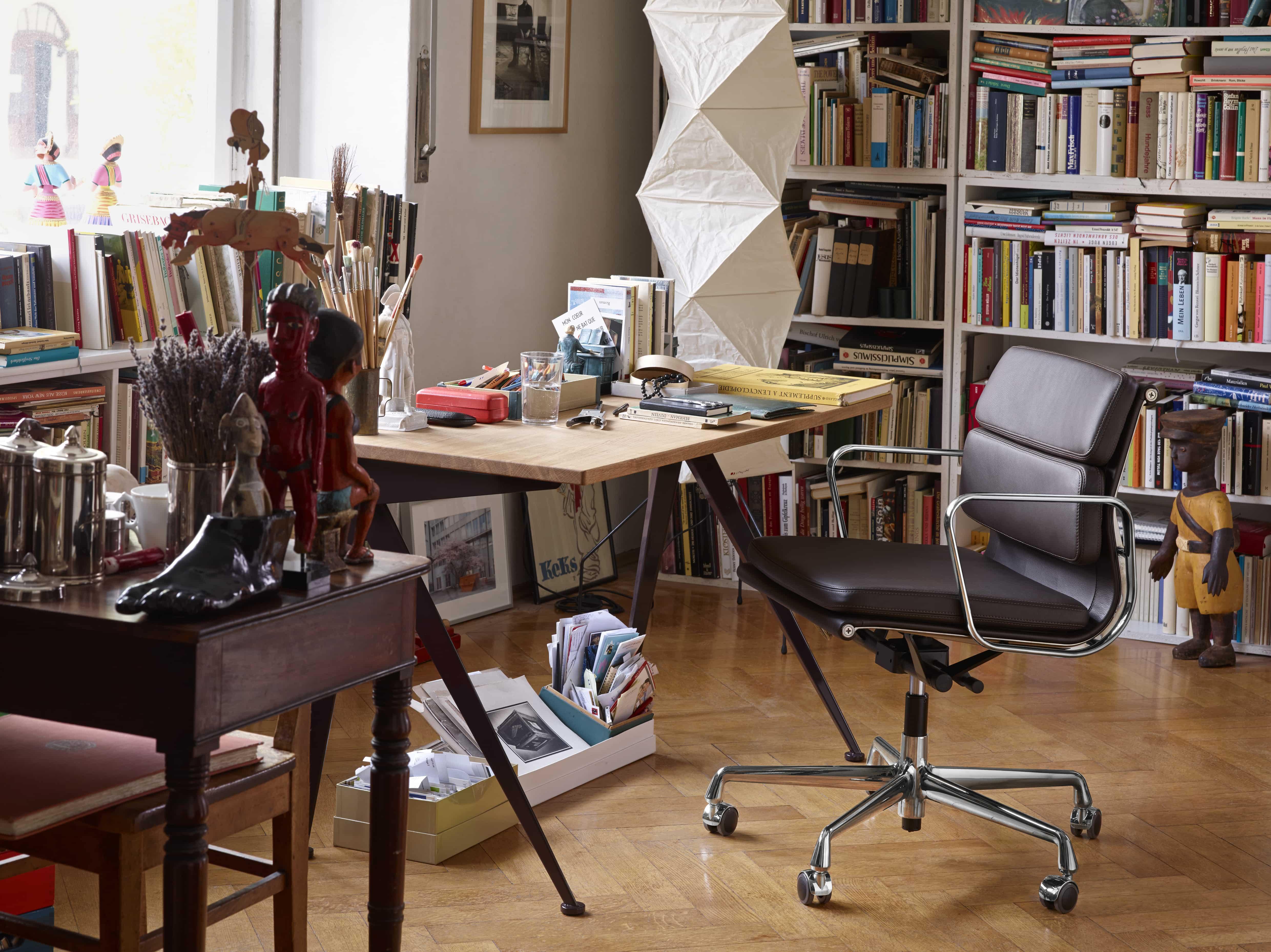 886245_Soft-Pad-Chair-EA-217-Compas-Direction-Akari-UF4-L8_P_masterSvqdKy4fie85A