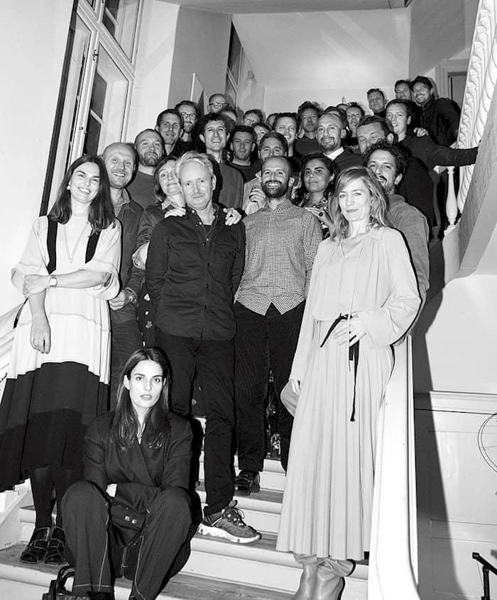 Ein schwarz-weiß Bild verschiedener HAY Designer: mit Rolf und Mette HAY, Stefan Diez, Ronan und Erwan Bouroullec und vieler anderer