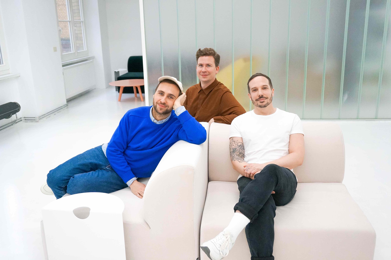 Objekte-unserer-Tage-auf-dem-Weber-Sofa