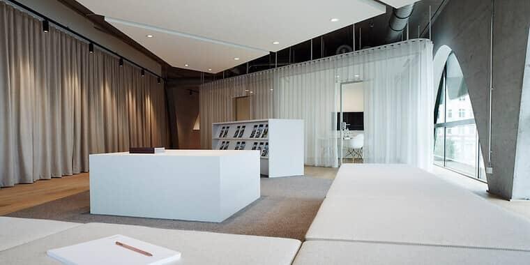 der-bauwerk-showroom-in-der-stralauer-allee-13-14-perfekte-location-fuer-das-exklusive-neubau-projekt-wave-interior-konzepte-von-minimum-fuer-wave-waterside-living_84377_85427