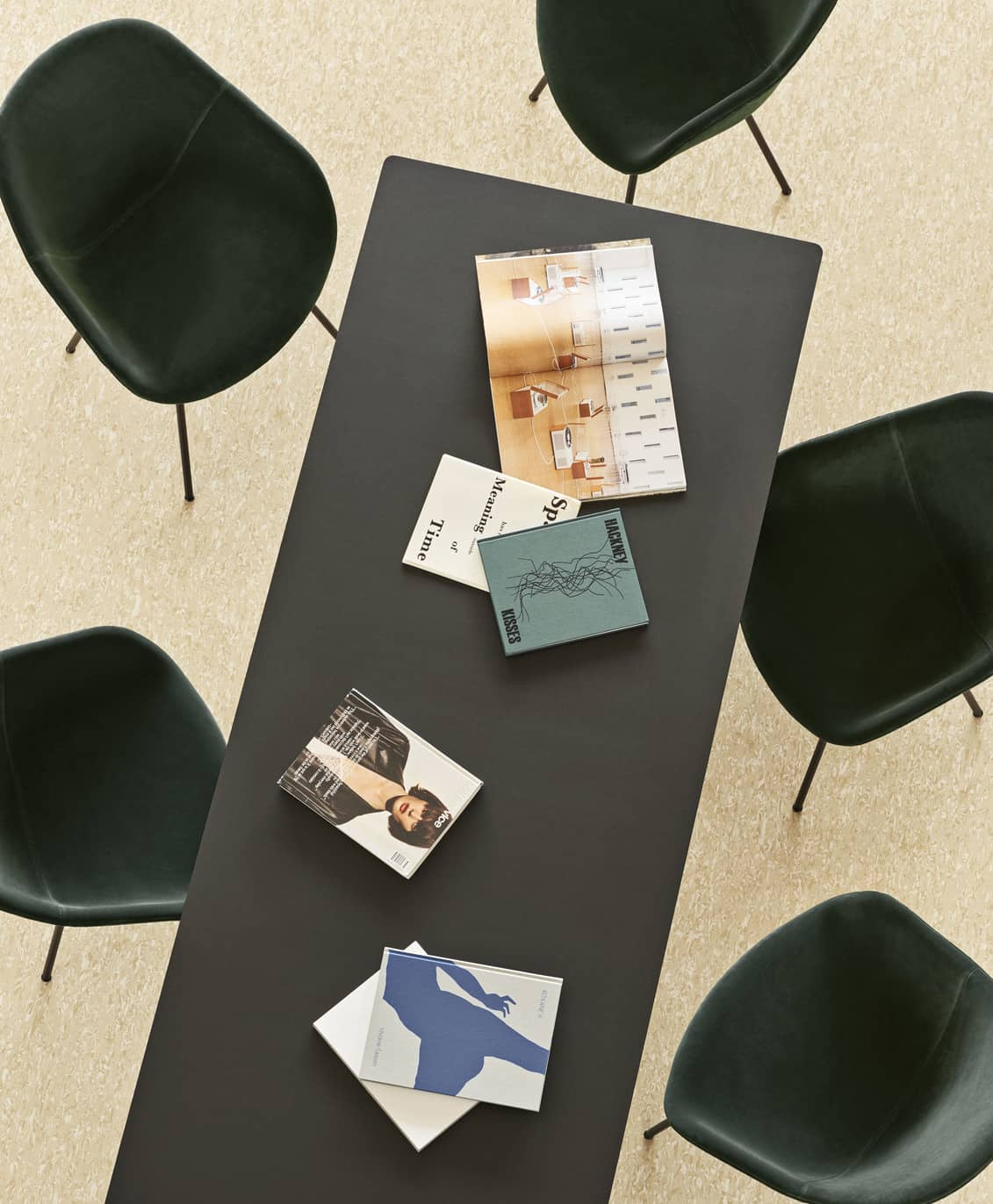 AAT-10-Table-black-frame-black-linoleum_AAC-127-Lola-dark-green-black-base